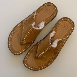 NWOT UGG Flip Flops Size 7
